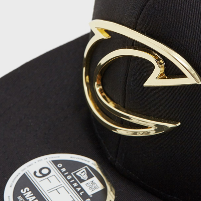 New Era 9FIFTY Metal Badge Cleveland Cavaliers Snapback Cap