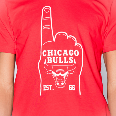 New Era Foam Hand Chicago Bulls Tee